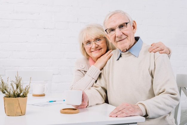 Concetto di amore con coppia senior