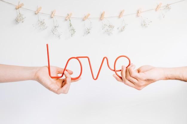 Concetto di amore con due mani