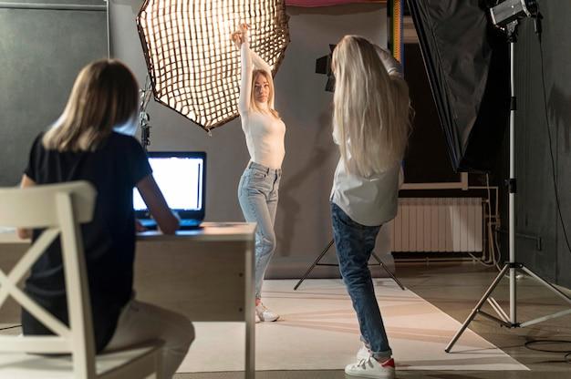 Concetto di arte della foto dello studio di vista lunga