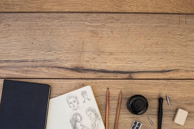 Concetto di artista con notebook e matite