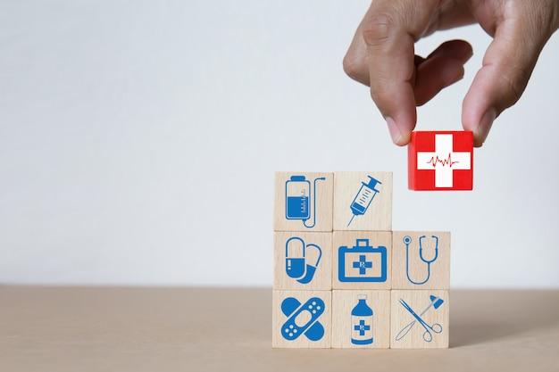 Concetto di blocco di legno medico e medico.