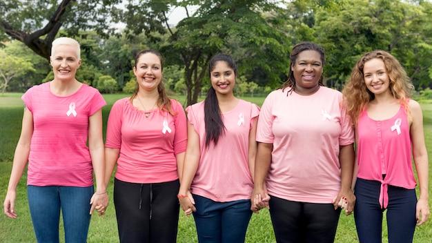 Concetto di carità di sostegno al cancro al seno delle donne