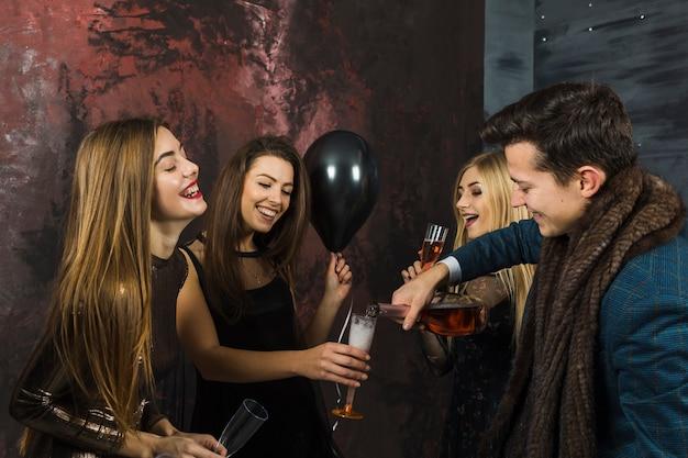 Concetto di celebrazione del nuovo anno con champagne