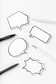 Concetto di chat di social media. bolla di chat vuota vuota per il testo
