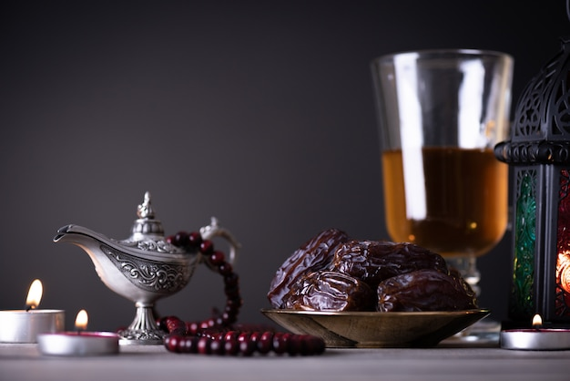 Concetto di cibo e bevande del ramadan