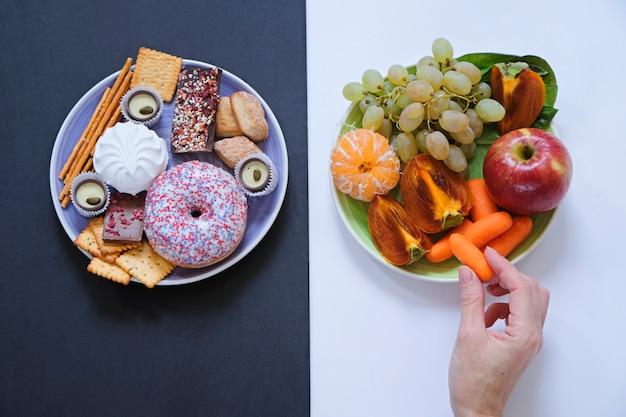 Concetto di cibo sano e malsano