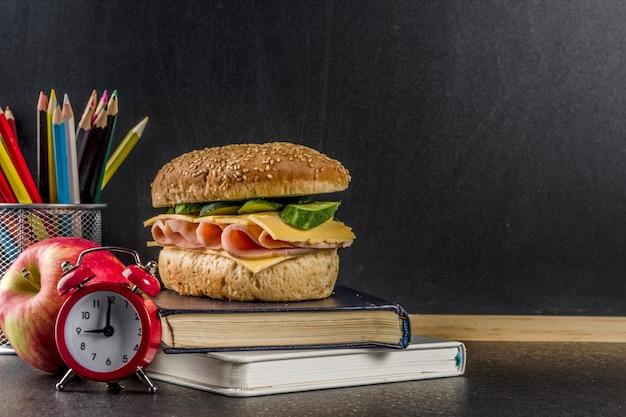 Concetto di cibo scolastico sano