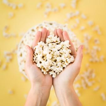 Concetto di cinema con popcorn
