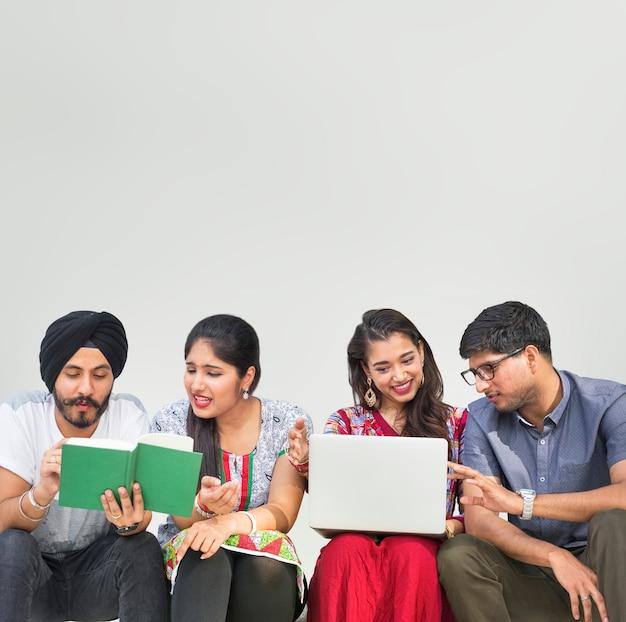 Concetto di comunità asiatica del medio-oriente di etnia indiana