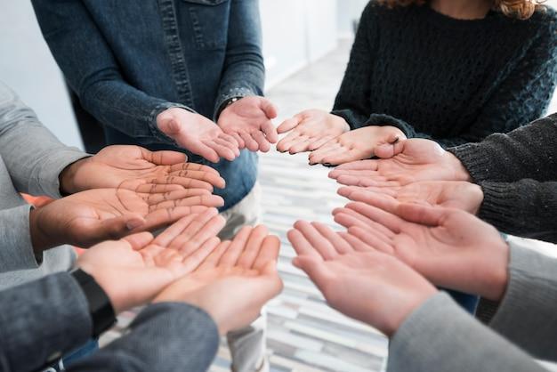 Concetto di comunità con le mani delle persone