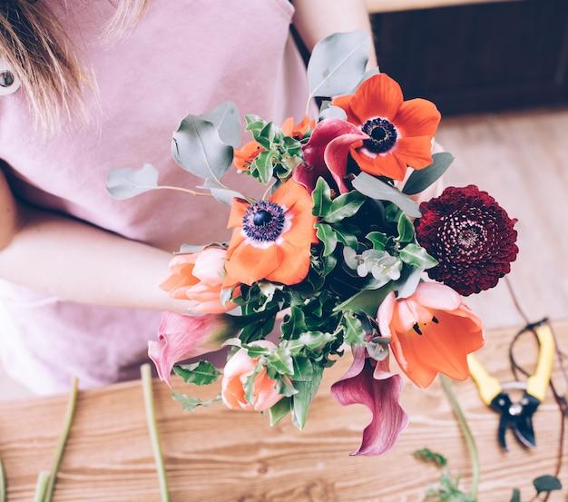 Concetto di consegna di fiori