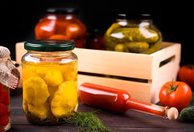 Concetto di conservazione con verdure