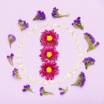 Concetto di cornice di fiori colorati