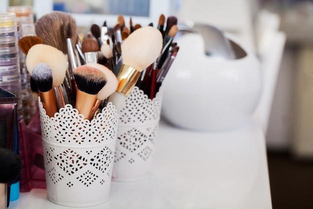Concetto di cosmetici, trucco, bellezza e freschezza,