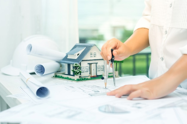 Concetto di costruzione con strumenti di ingegneria