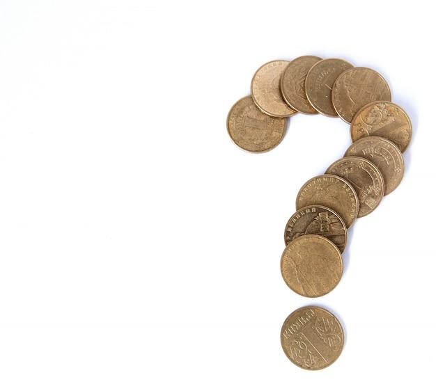Concetto di crisi - punto interrogativo con le euro monete isolate su bianco
