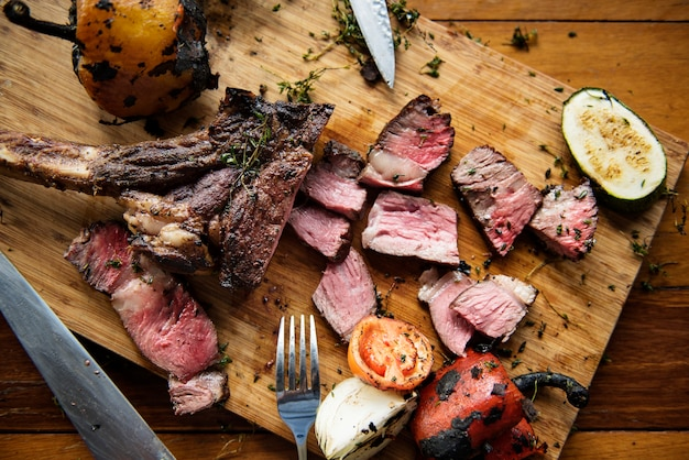 Concetto di cucina della bistecca di manzo di cutted
