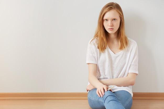 Concetto di depressione adolescenziale e isolamento