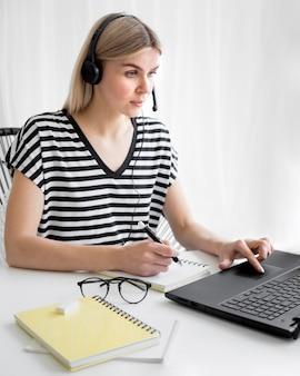 Concetto di e-learning per corsi a distanza online