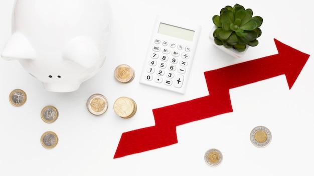 Concetto di economia con vista dall'alto salvadanaio