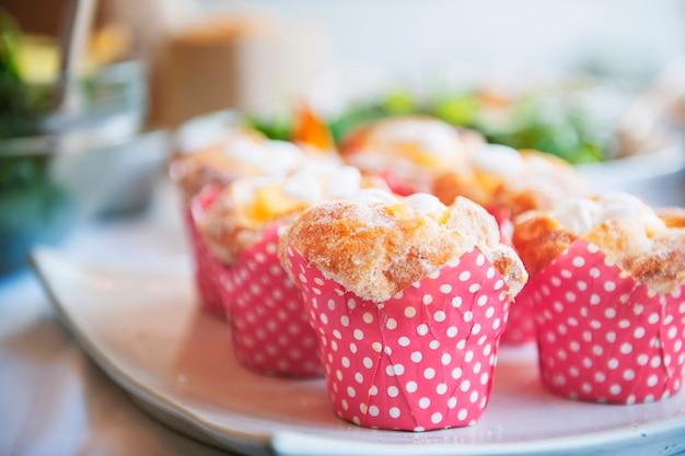 Concetto di evento del dessert del partito del muffin del forno del dolce