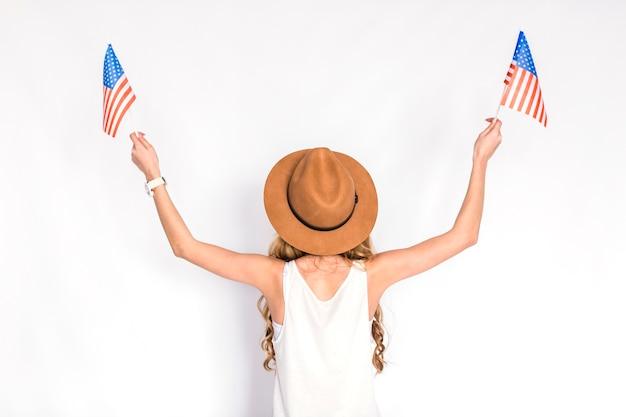 Concetto di festa dell'indipendenza degli stati uniti con il backview della donna