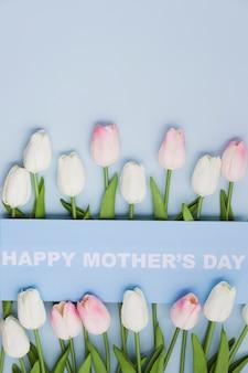 Concetto di festa della mamma con i tulipani