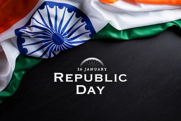 Concetto di festa della repubblica indiana. bandiera indiana su uno sfondo di lavagna
