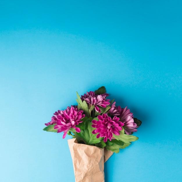Concetto di fiori incantevoli con uno stile elegante