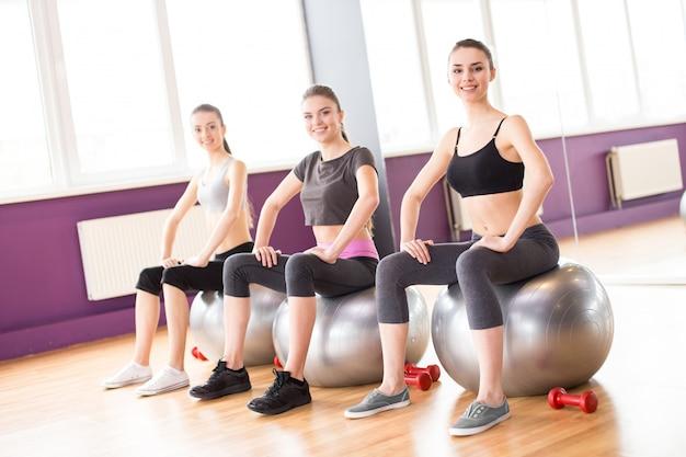 Concetto di fitness, sport, allenamento e stile di vita.