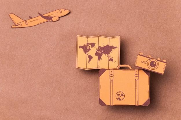 Concetto di giornata mondiale del turismo vista dall'alto con i bagagli
