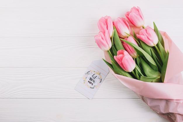Concetto di giorno di madri con bouquet di rose