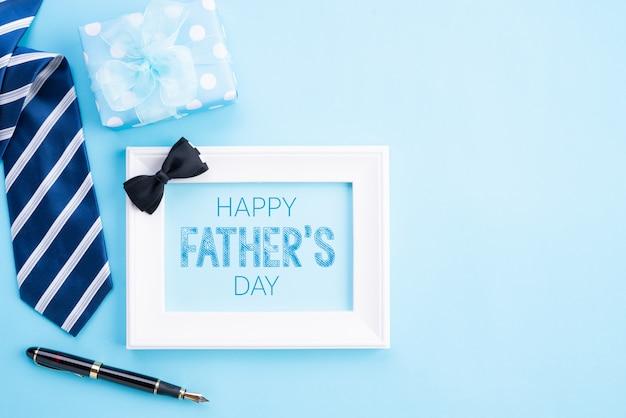 Concetto di giorno di padri felice. vista dall'alto su sfondo pastello blu brillante.