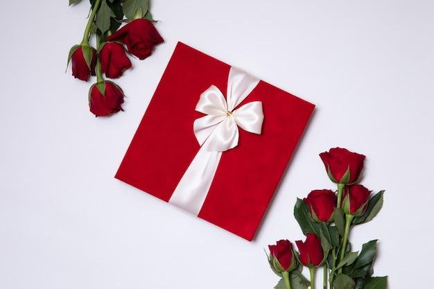 Concetto di giorno di san valentino, romantico sfondo bianco senza soluzione di continuità