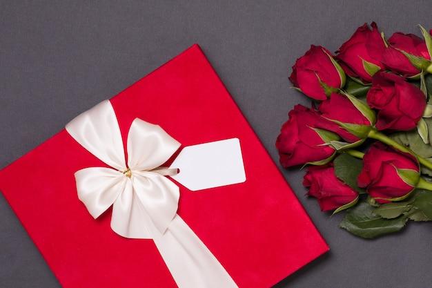 Concetto di giorno di san valentino, romantico sfondo nero senza soluzione di continuità