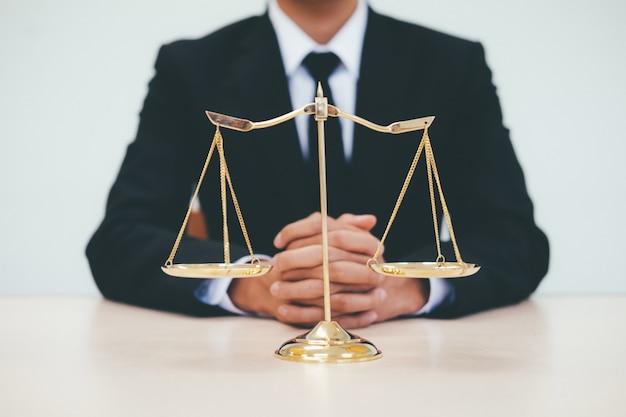 Concetto di giustizia e diritto.