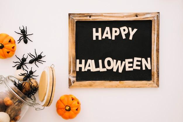 Concetto di halloween con ardesia e formiche