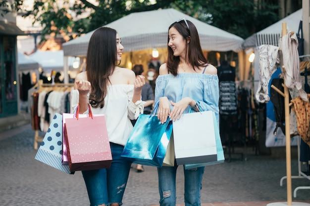 Concetto di idea di situazione shopping d'affari.