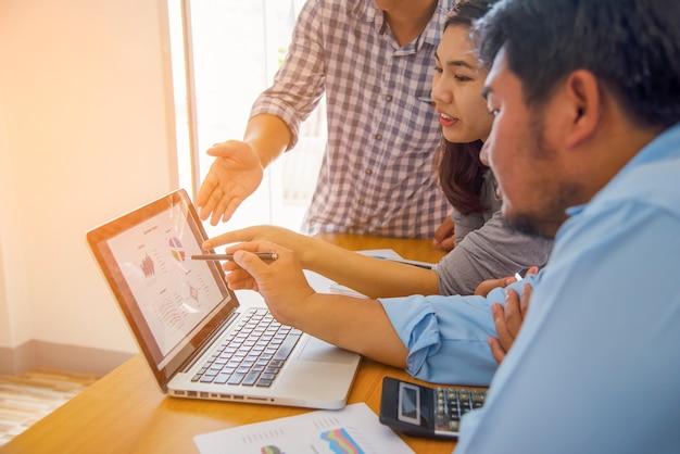 Concetto di lavoro aziendale pianificazione, lavoro di squadra per l'organizzazione del successo