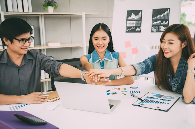 Concetto di lavoro di squadra dei soci d'affari, gruppo creativo