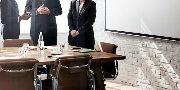 Concetto di lavoro di strategia di discussione di riunione del gruppo di affari