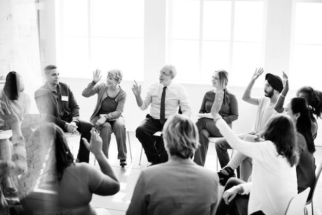 Concetto di missione di successo di raggiungimento del gruppo di affari
