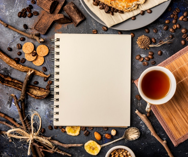 Concetto di notebook mock-up invernale