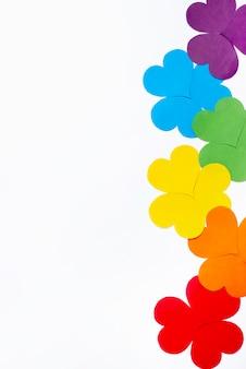 Concetto di origami fiore piatto laici per orgoglio