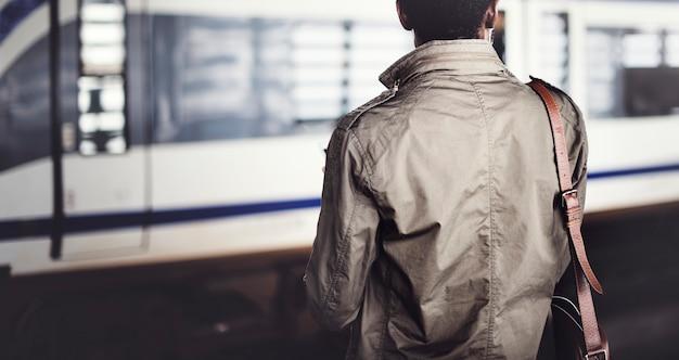 Concetto di origine africana di waiting travel passenger dell'uomo d'affari