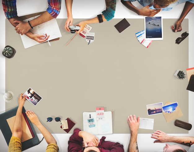Concetto di pianificazione di discussione di viaggio del gruppo di affari