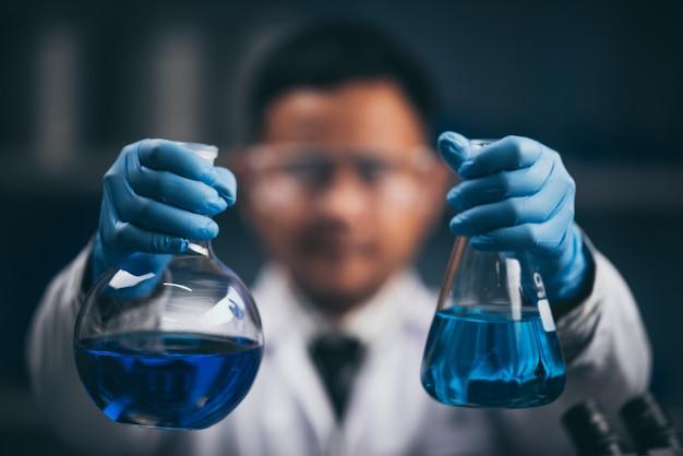 Concetto di ricerca e sviluppo del laboratorio di scienza della vetreria per laboratorio