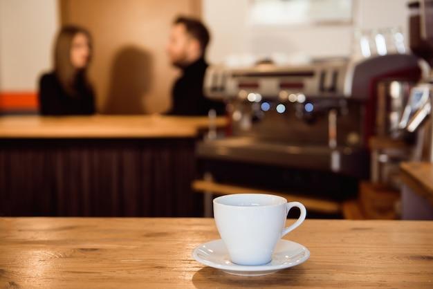Concetto di rilassamento del ristorante del caffè del contatore di antivari della caffetteria.