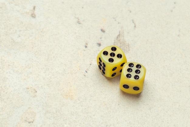 Concetto di rischio - giocare a dadi