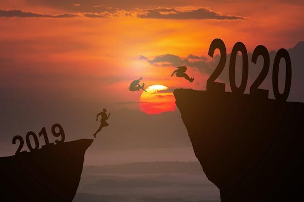 Concetto di sagoma del nuovo anno 2020